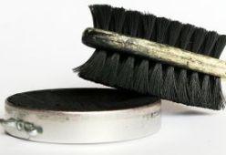 За почистване на обувки и дрехи